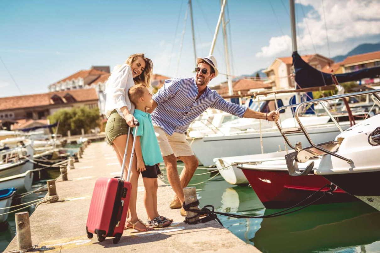 Υπηρεσίες ενοικίασης σκάφους Explore Athens Yachting rent a rib